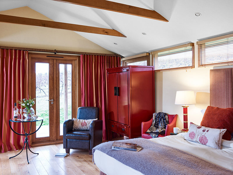 Inside-view-of-the-luxury-lodge-bedroom