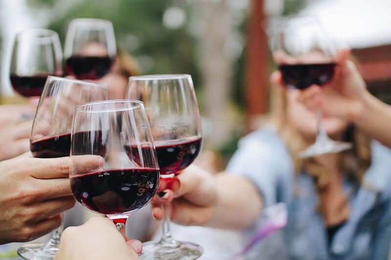 wine-tasting-three-choirs-vineyard-2